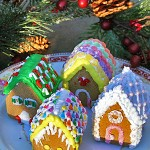 More Joys of Gingerbread: Mini Gingerbread Houses!